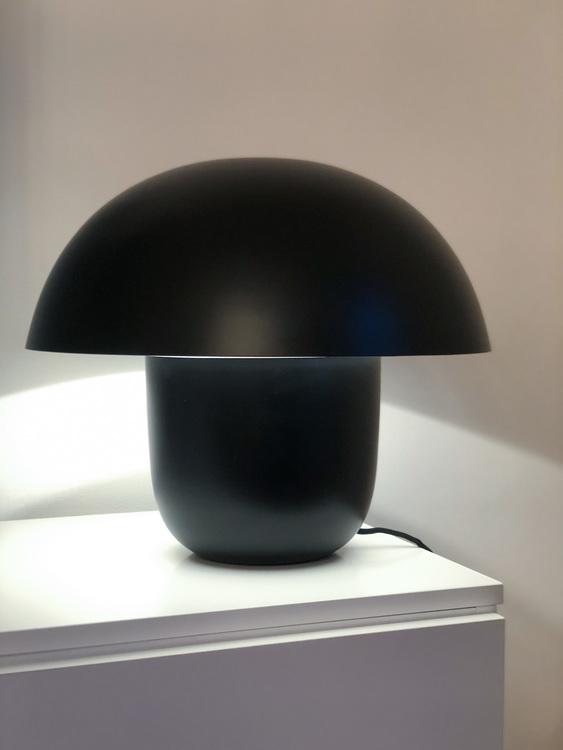 Bordslampa Carl-Johan, liten, svart, Olsson & Jensen, svamplampa