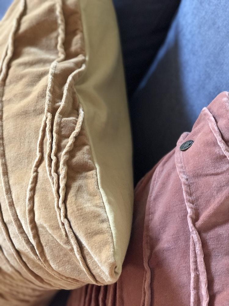 Kuddfodral Traces, gul, rosa, Jakobsdals textil, 50x50 cm