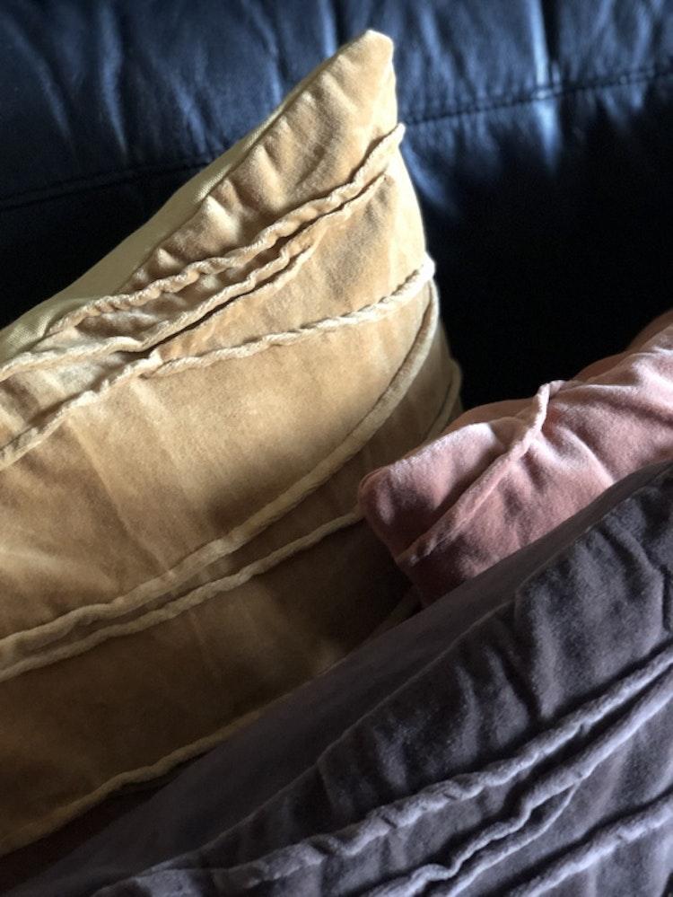 Kuddfodral Traces, gul, rosa, grå, Jakobsdals textil, 50x50 cm