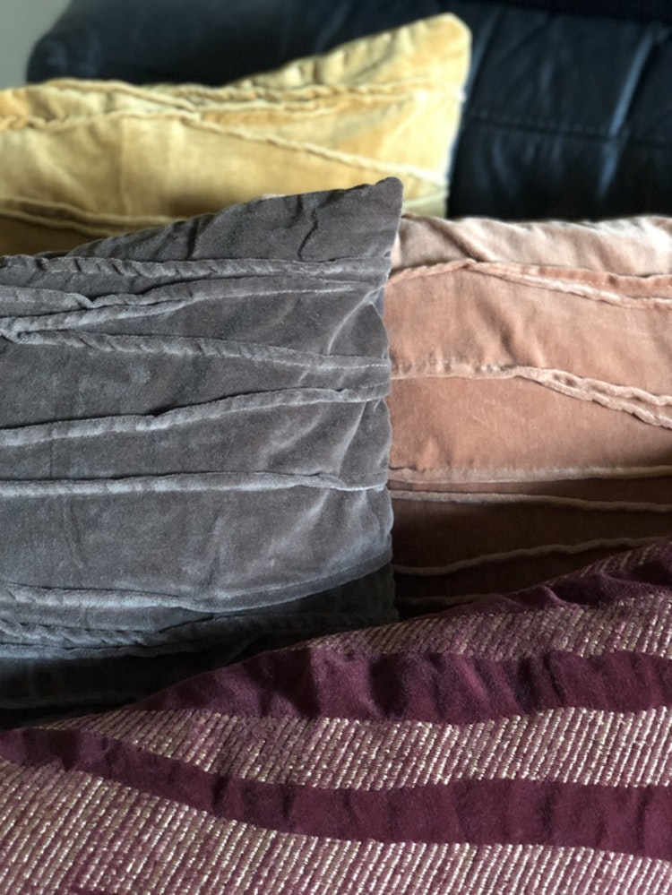 Kuddfodral Traces, grå, rosa, gul, Jakobsdals textil, 50x50 cm, kuddfodral Treasures 40x60 cm