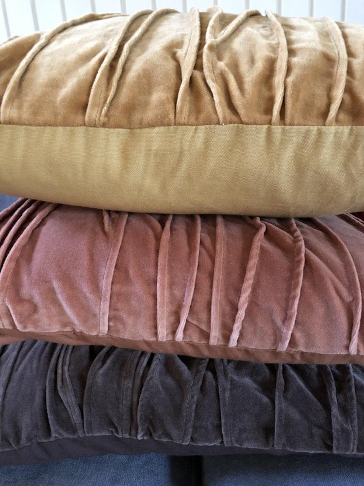 Kuddfodral Traces, grå, rosa, gul, Jakobsdals textil, 50x50 cm