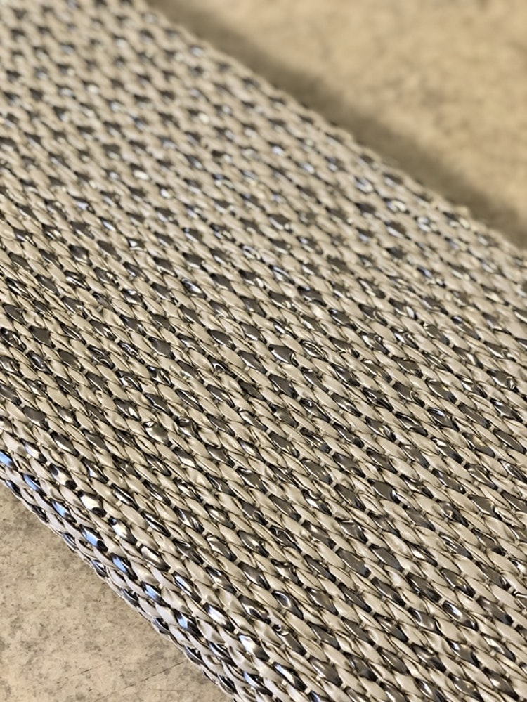 Matta SVEA Warm grey/Granit metallic, 70x160 cm, Pappelina, närbild