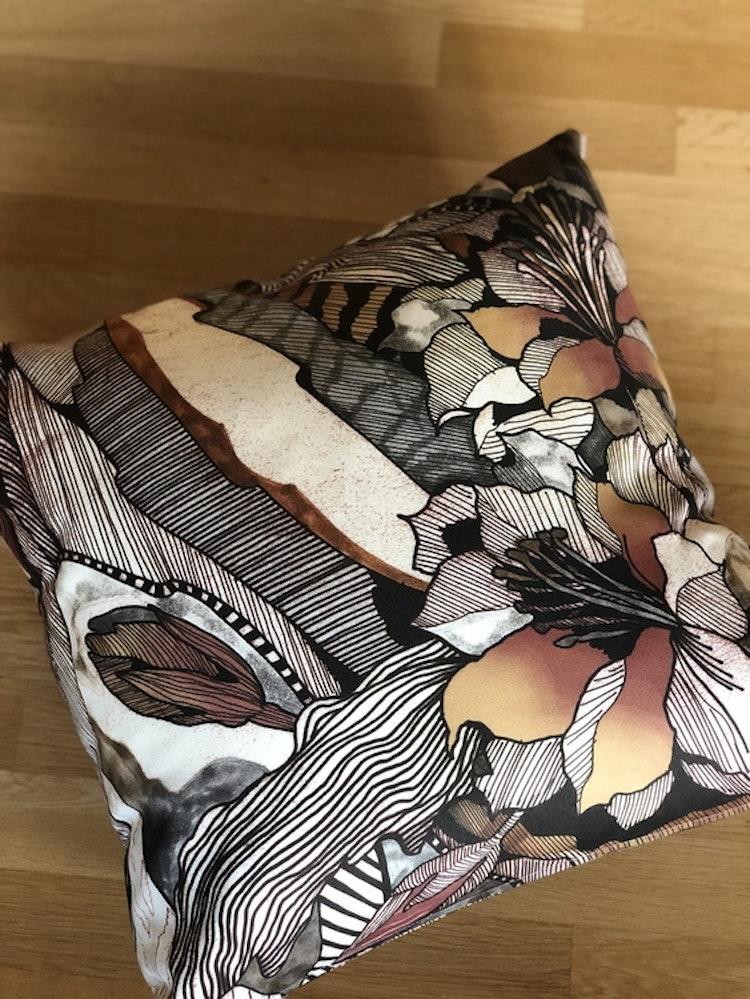 Kuddfodral Modern Art Outdoor, brun, Jakobsdals textil, 60x60 cm
