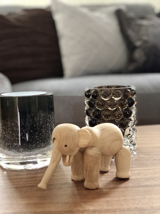 Kay Bojesen, elefant mini, ek, träfigur, Hurricane Lamp Boule smoky grey, Hurricane Soda black, Skogsberg&Smart