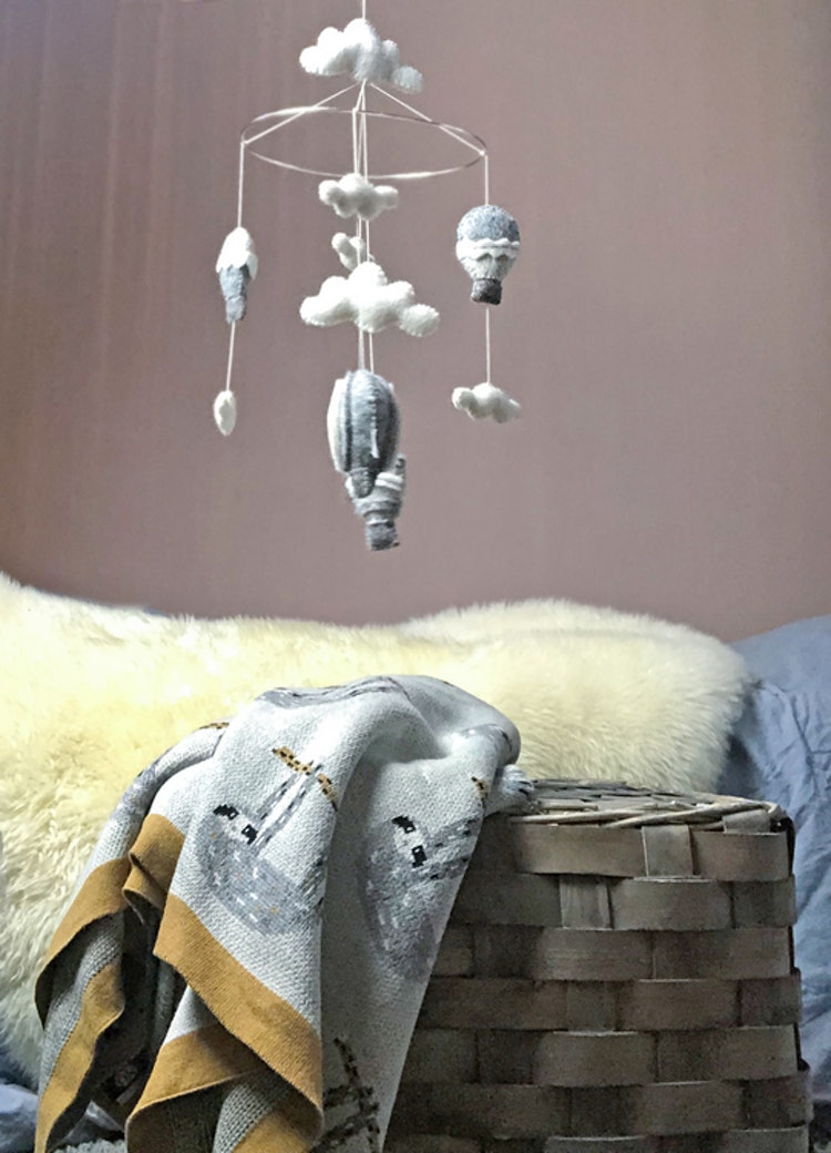 Barnfilt Pete, bomull, Mini BY ON, grå, barnpläd, barnmobil, sängmobil, Gamcha, Luftballong, sengångare