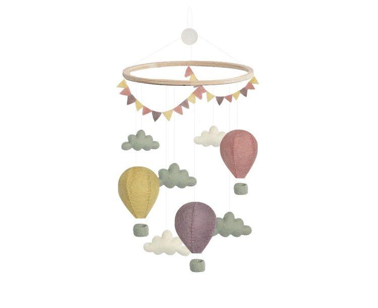 Mobil, luftballonger med moln och vimpel, pastell, Gamcha