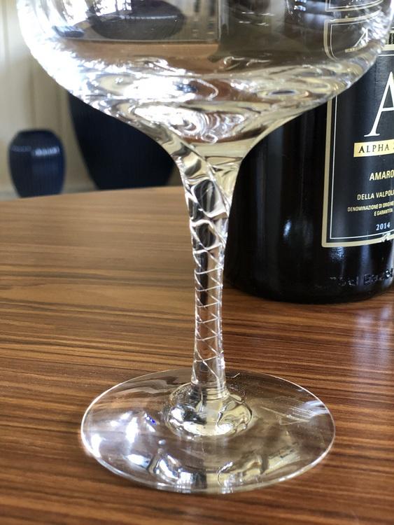 Crystal magic vinglas, clear, 42 cl, Kosta Boda, närbild av foten