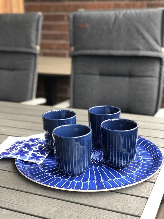 Hammershøi kopp 30 cl, indigo, Kähler, bricka Selma fjäder, 38 cm, Götefors Porslin