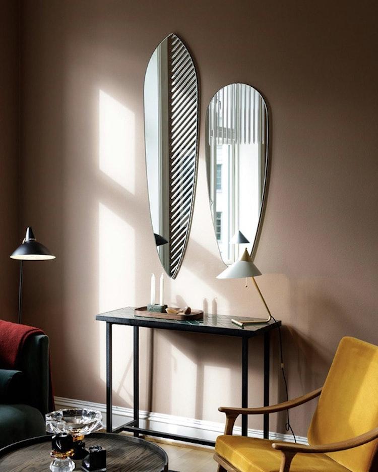 Spegel Masquerade, oval, feather, Warm Nordic, fotograf Marian Strand