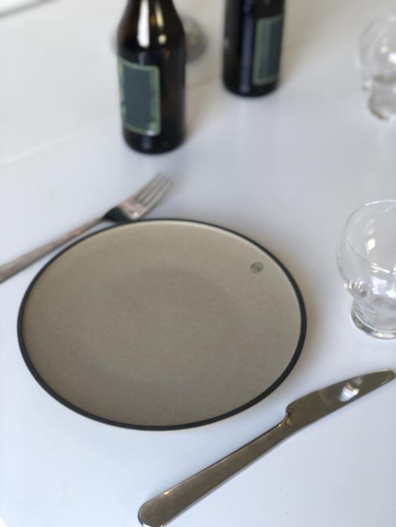 Tallrik Fumiko, 20,5 cm, BY ON, beige/svart