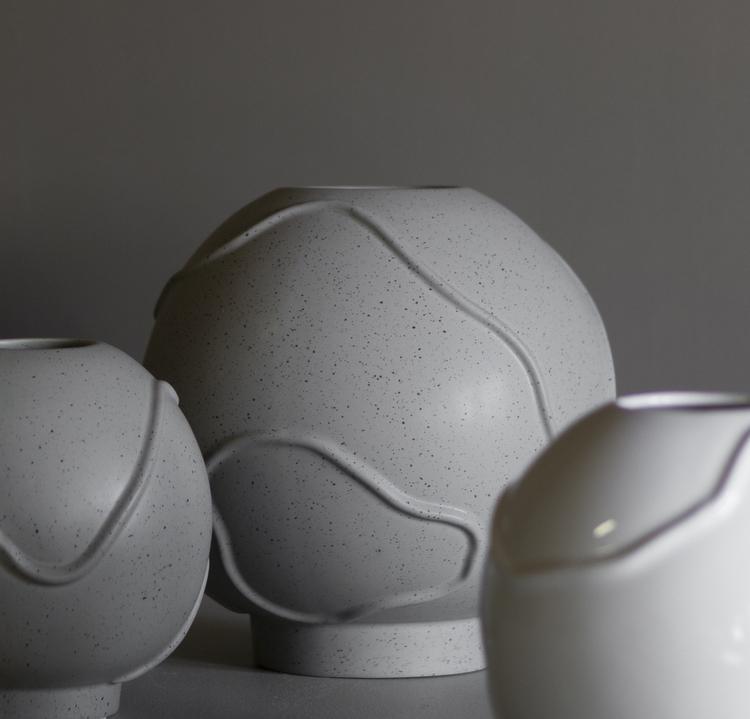 Vas Form Large, mole dot, DBKD