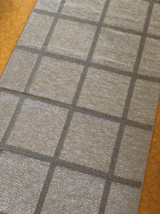 Matta ADA, dark linen/stone metallic, 70x225 cm, Pappelina