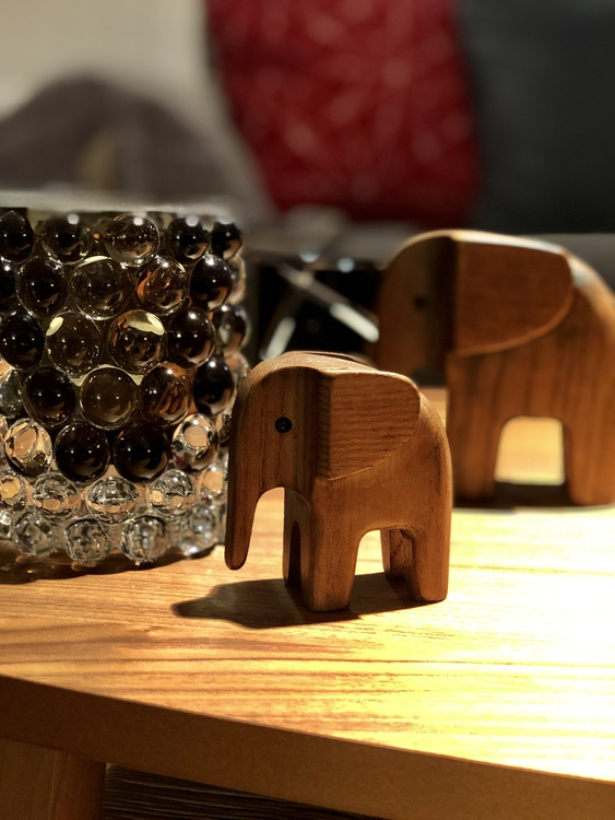 Elefant, liten, rökfärgad ask, Novoform