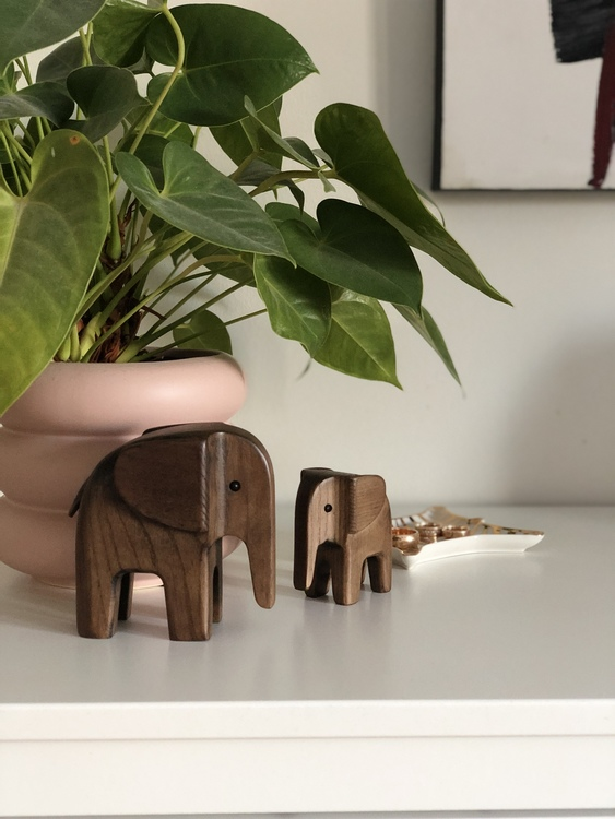 Elefant, liten och stor, Novoform, träfigur, rökfärgad ask