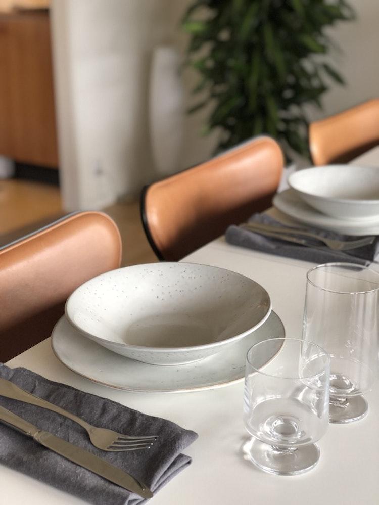 Glas Stub, 21 cl, 4-pack, Holmegaard, 36 cl, 2-pack, tallrikar Nordic Sand, Broste Copenhagen