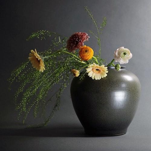 Iris Noir Vase