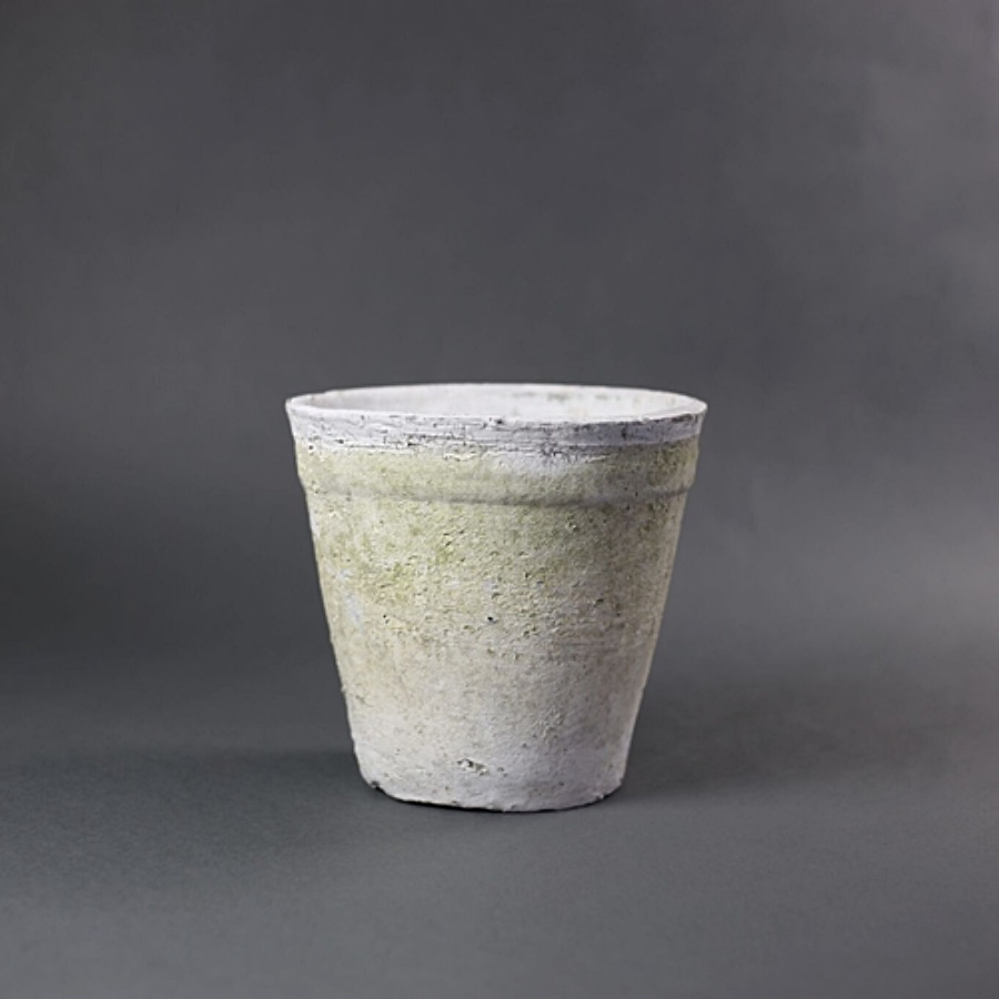 Pot Terracotta, 13,5X20 cm. Handgjord kruka i poröst material med  åldrad yta, färgskillnader förekommer. Lera med pigment. The Arni Concept