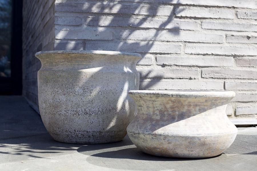 PotGoliat,30X17cm. Låg lerkruka i vacker form med reaktorglaserad finish. Frosttålig och kan användas för utomhusbruk. The Arni Concept