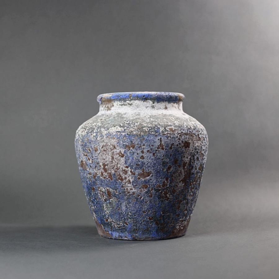 PotGoliat,27X26cm. Rå lerkruka i blåa nyanser med reaktorglaserad finish. Frosttålig och kan användas för utomhusbruk. The Arni Concept