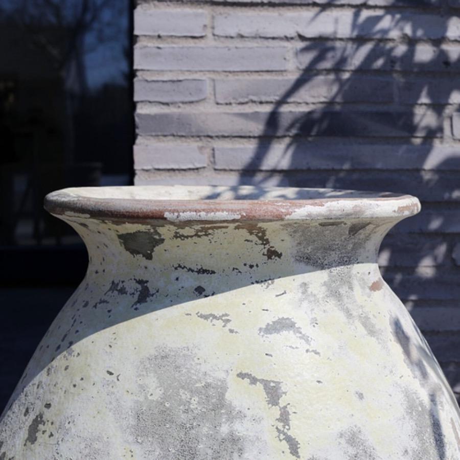 PotGoliat,60x60 cm. Stor maffig  kruka i lera med reaktorglaserad finish. Vacker som solitär med eller utan plantering. Frosttålig och kan användas för utomhusbruk. The Arni Concept.