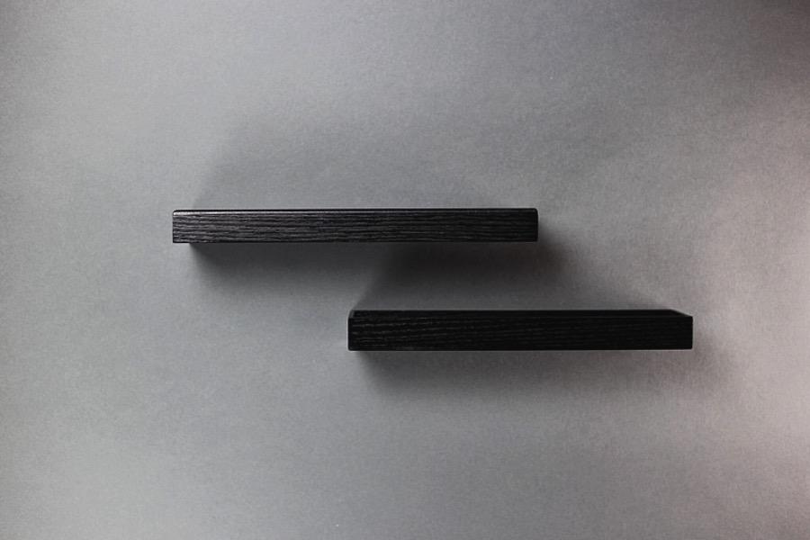 Black Pine Box. Dekorationsfat eller box i svart utförande med synlig ådring. Förvara dina favoritsaker eller samla sladdar och nycklar på en plats. The Arni Concept