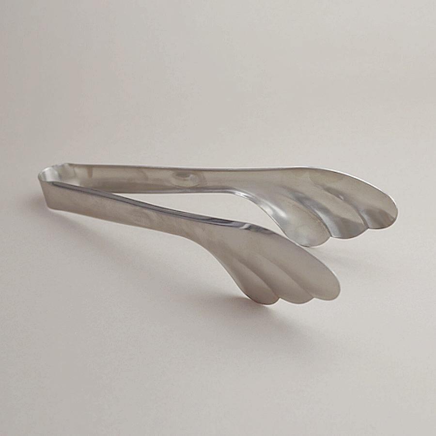 Salad serving tong. Serveringstång i snäckskalsform med många användningsområden.Rostfritt stål.Mått:Längd 26 cm,Bredd 6 cm.The Arni Concept.