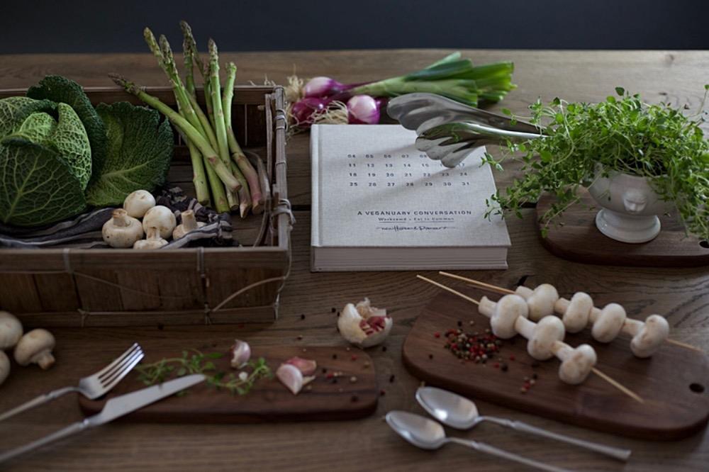 Walnut Serving Boards, Set of 3. Skärbräda av valnöt. Ett exklusivt material som kännetecknas på sin tydliga och levande ådring samt djupa färg. Serveringsbricka från The Arni Concept
