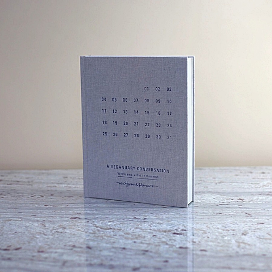 31 Days: A Veganuary Conversation. Ett firande av- och en konversation om veganismen; berättad, tillagad, fotograferad, improviserad, ritad och förundrad över.Författare Nina Borke, The Arni Concept