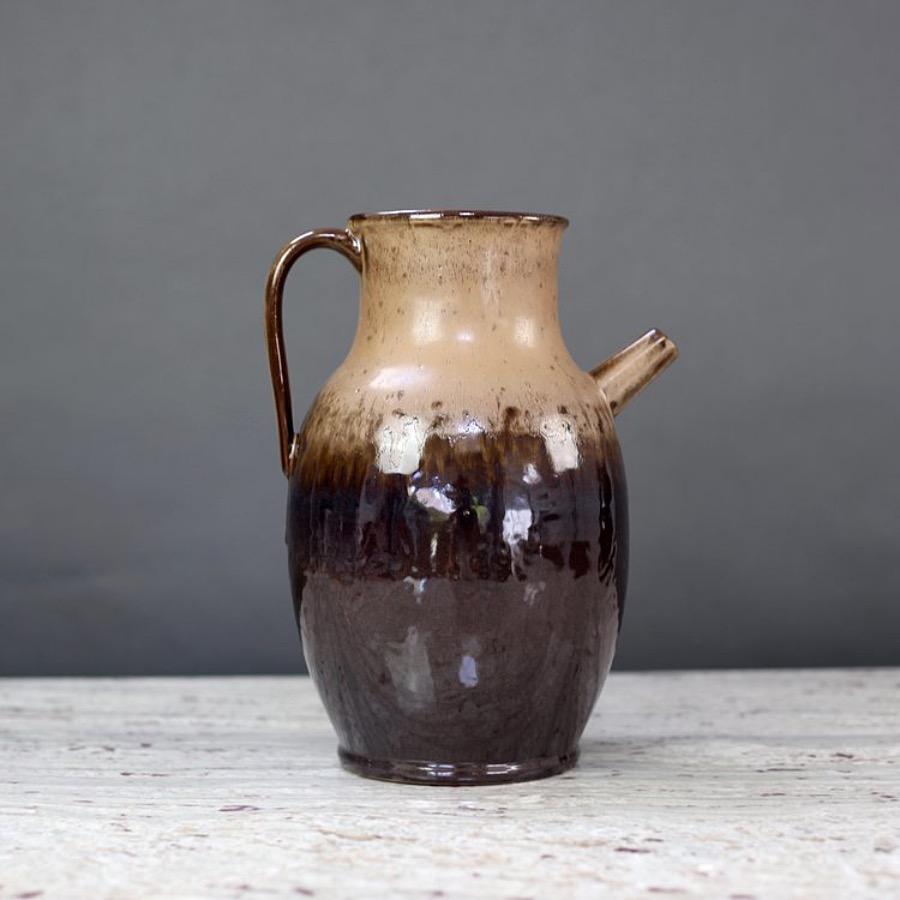 Ceramic Jug, Appalachian Brown. Karaff / vas i keramik som tåler vatten. 20 x 20 x 31 cm. The Arni Concept
