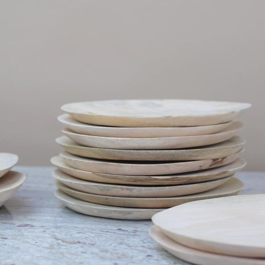 Mango Plate.Rå tallrik gjord av mango trä.  Alla tallrikar är unika och varierar i såväl form som storlek. The Arni Concept