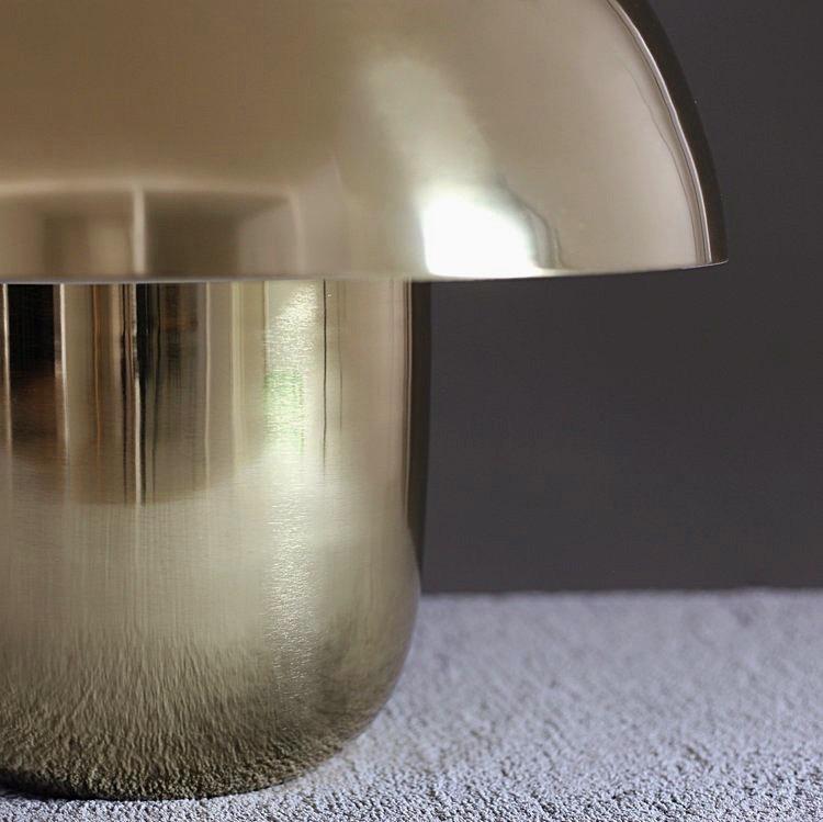 Carl-Johan Lampa, Guld. Fantastisk balans mellan mjuka och knivskarpa linjer. The Arni Concept