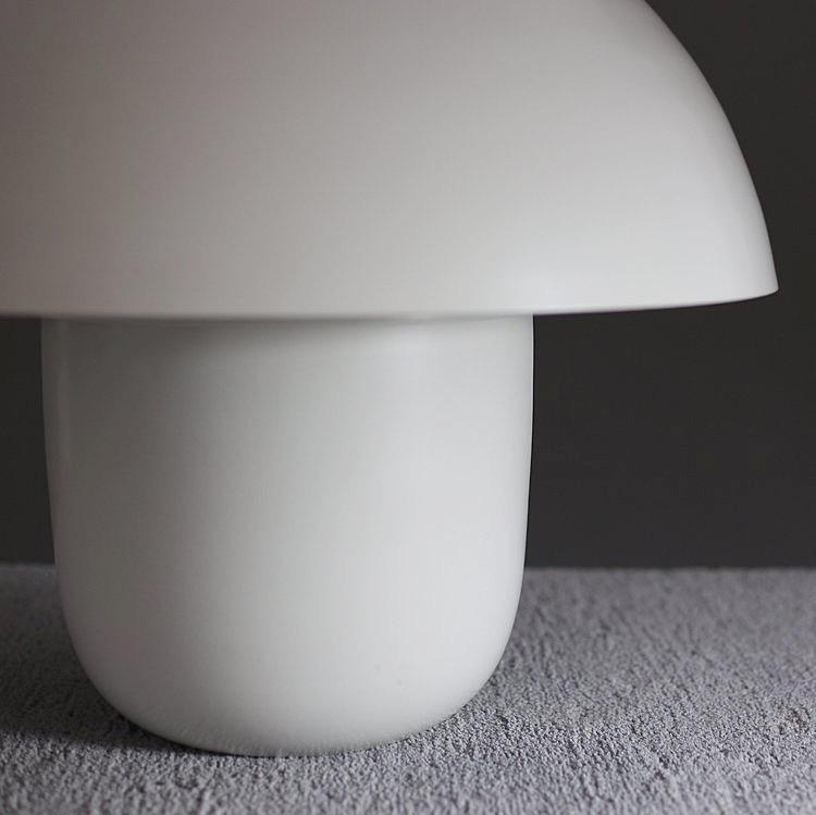 Carl-Johan Lampa, Vit. Fantastisk balans mellan mjuka och knivskarpa linjer. The Arni Concept