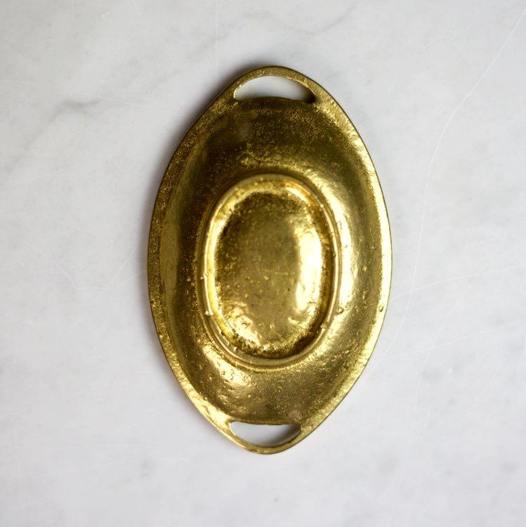 Storage tray brass, vintage selection. Fat i mässing formad som en vävd korg. Tvålfat, saltfat, smyckesfat, nyckelfat eller som dekorativ accent för hemmakontoret. The Arni Concept