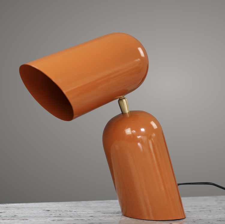Como Bordslampa, Orange. Metall med mässingsfärgade detaljer. H30 L33,D10 cm. The Arni Concept