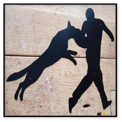 Figurant med hund skylt