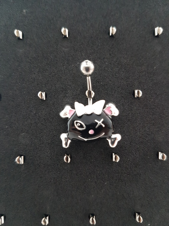 Navelpiercing Cat