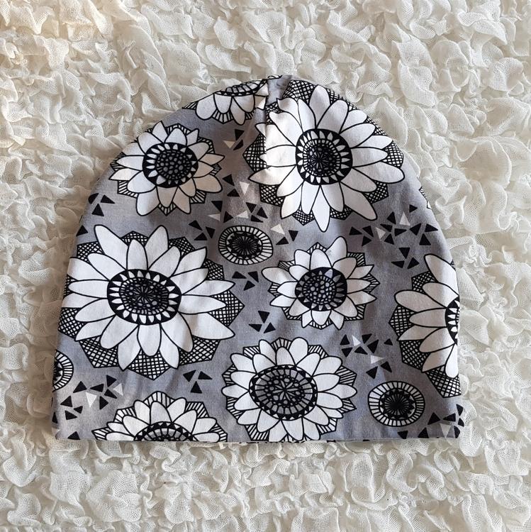 Mössa grå blommor (vuxen och barn)