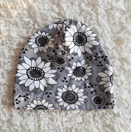 Mössa Grå Blommor