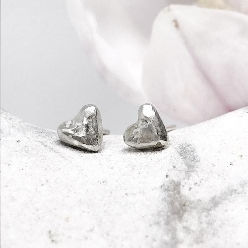 Tiny MAJA hjärta örhänge