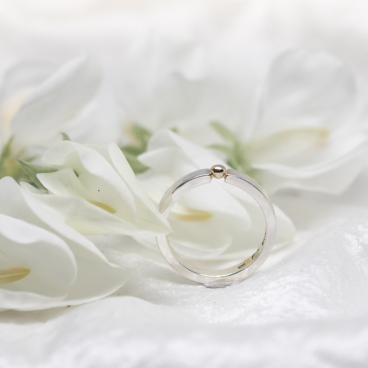 GILDA smal ring med guldkula