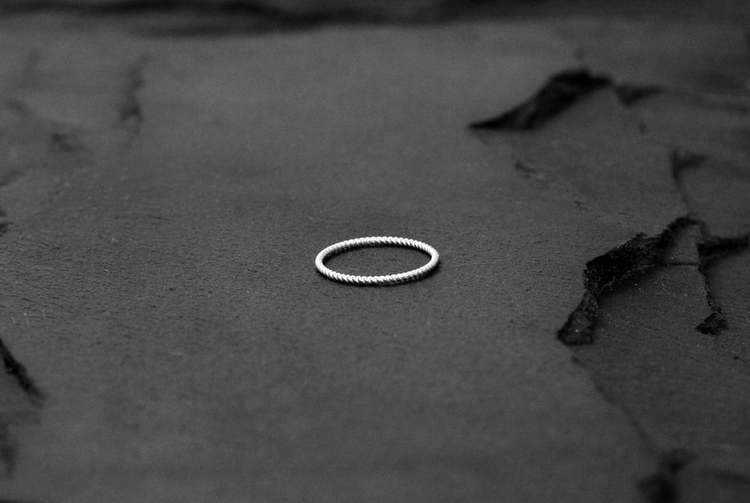 TUNN TWISTED RING I 925 SILVER