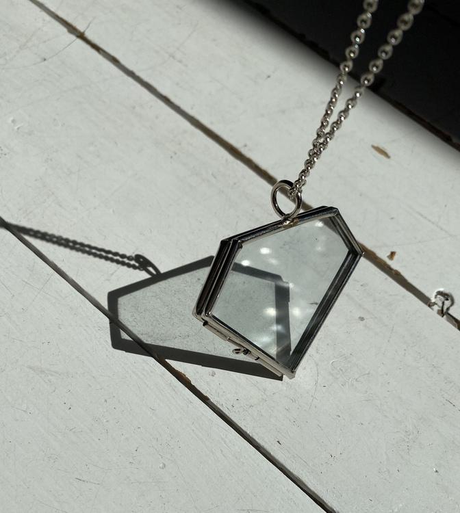 DIAMOND GLASSFRAME HALSBAND FÖRSVILRAT