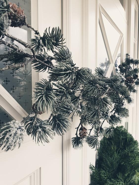 Lärkgirlang med snö och kottar - 170 cm