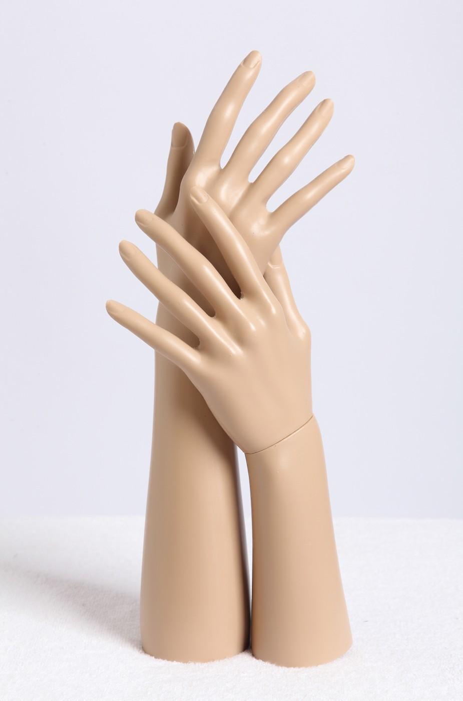 Hand E4-E5