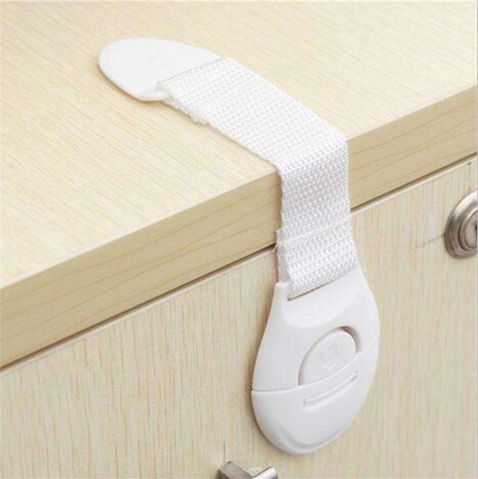 Flexibelt skåplas monterat i barnsäkert hem
