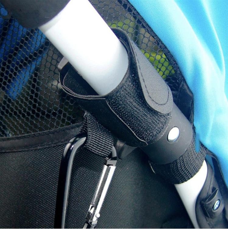 Barnvagnskrok monterad på barnvagn
