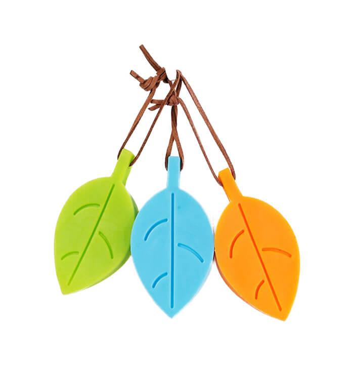Färgglada dörrstopp i silikon i form av löv