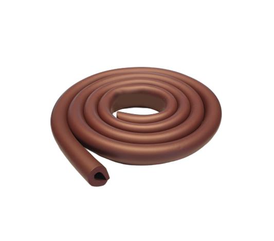 Uformat kantskydd till bord i färgen mörkbrunt