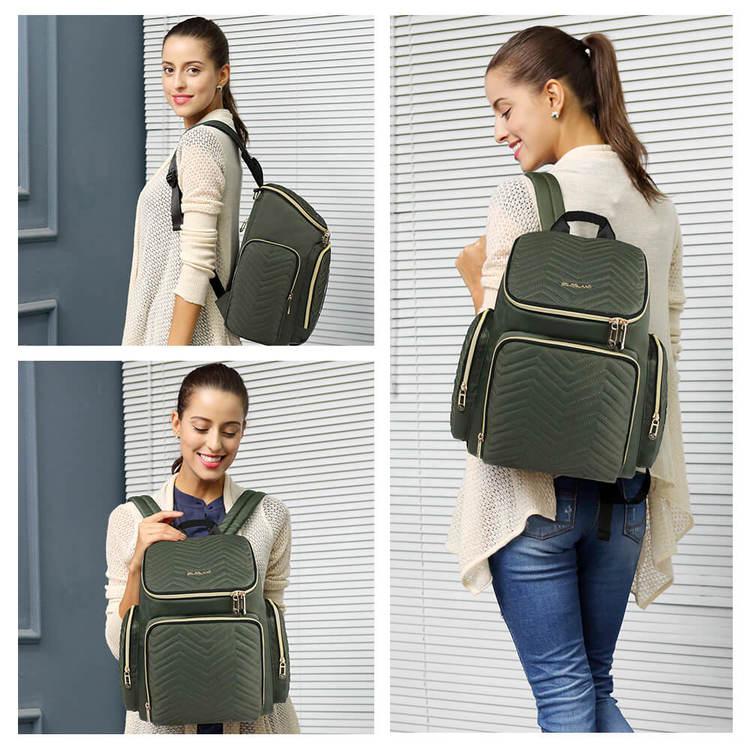 Bild på kvinna som bär en grön skötväska som ryggsäck i olika vinklar