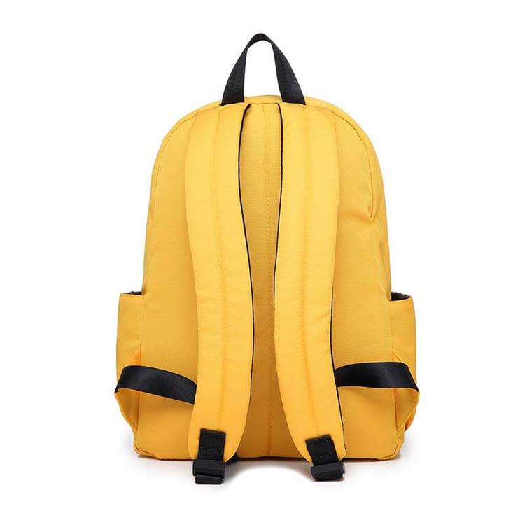 Baksida av skötväskan Molly i färgen gul